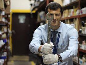 Александр Шнаревич, менеджер-консультант отдела запасных частей «Атлант-М на Машиностроителей». Участника профессионального конкурса среди сотрудников компании в 2014 г.