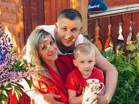Антон и Анна Плотниковы с сыном Максимом. Фото из личного архива
