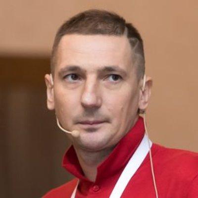 Роман Пахолков