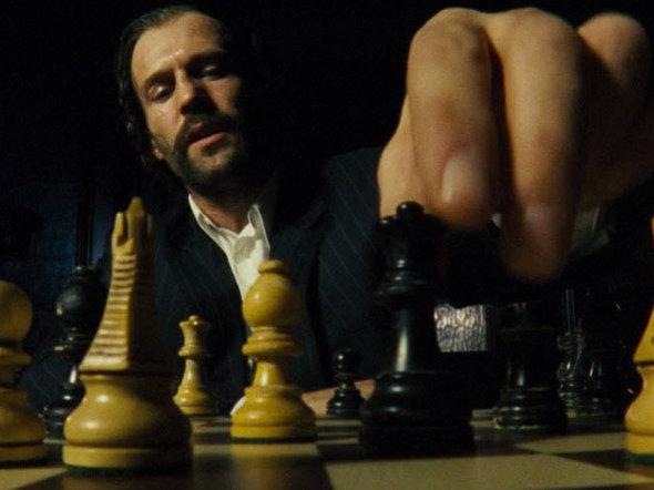 Кадр из фильма «Револьвер», фото с сайта kinokubic.com