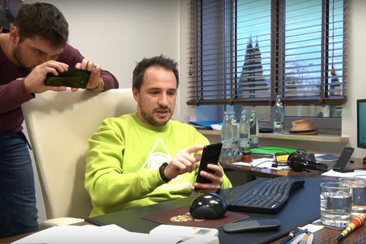 ФОТО: «Уберите надсмотрщиков». Директор управляет компанией через смартфон — бизнес растет на 40% в год