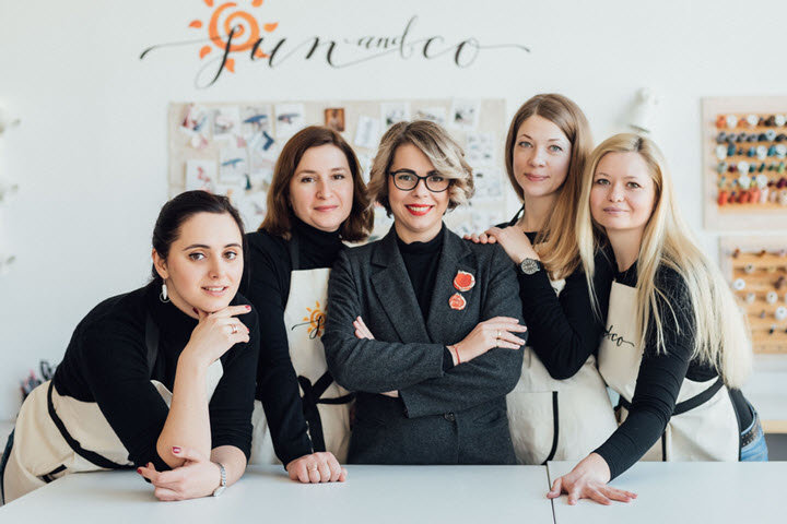 Анна Левкович (посередине) с командой. Фото из личного архива