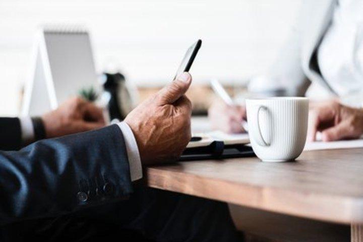 ФОТО: О чем бизнесмены говорят на афтепати?