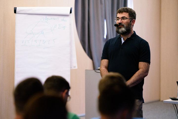 ФОТО: Практикум Аркадия Цукера «Алгоритмы мышления клиента»