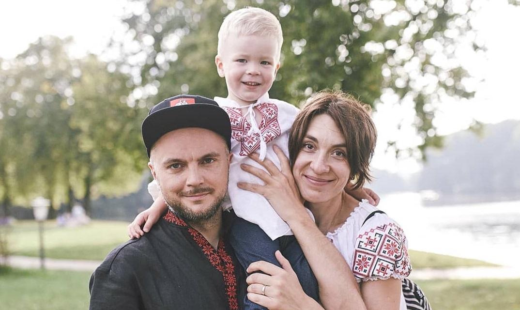 Ольга Гринева с супругом и сыном. Фото со страницы Ольги в Instagram