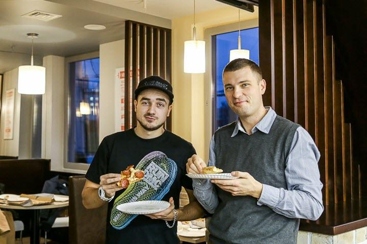 Александр Кульбачко (справа). Фото с сайта koko.by