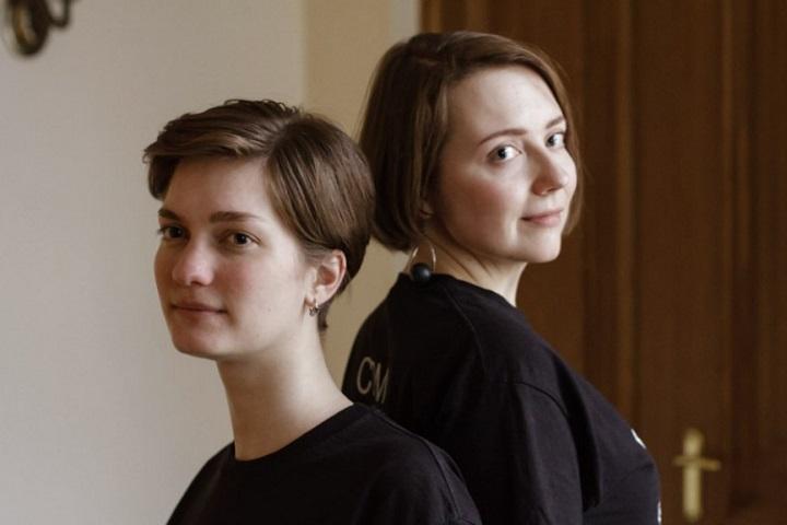 Координаторы фестиваля Cinema Perpetuum Mobile Лера Грин (слева) и Cinema Perpetuum Mobile Анна Роженцова (справа). Фото ссайта kultprosvet.by<br>