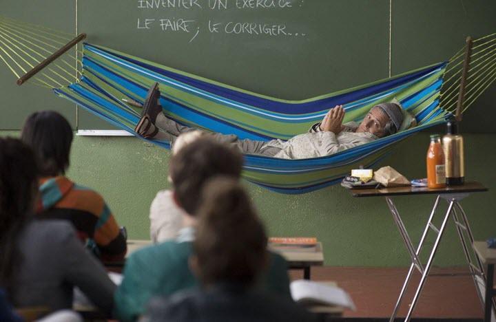 """Кадр из фильма """"Преподы"""", реж. Пьер-Франсуа Мартен-Лаваль"""