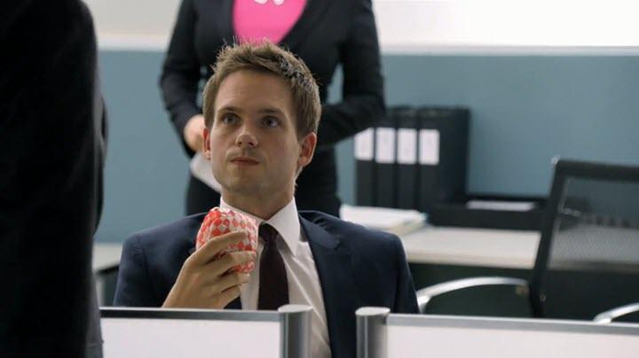 Кадр из сериала Форс-Мажоры. Фото с сайта suits-tv.ru