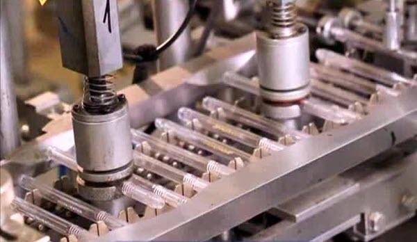 Производство шариковых ручек. Фото с сайта galileo-tv.ru
