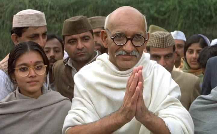 Кадр из фильма Ганди. Фото с сайта balatskaya.com