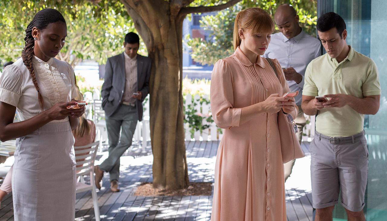 """Скриншот из сериала """"Черное зеркало"""" с сайта pikabu.ru"""