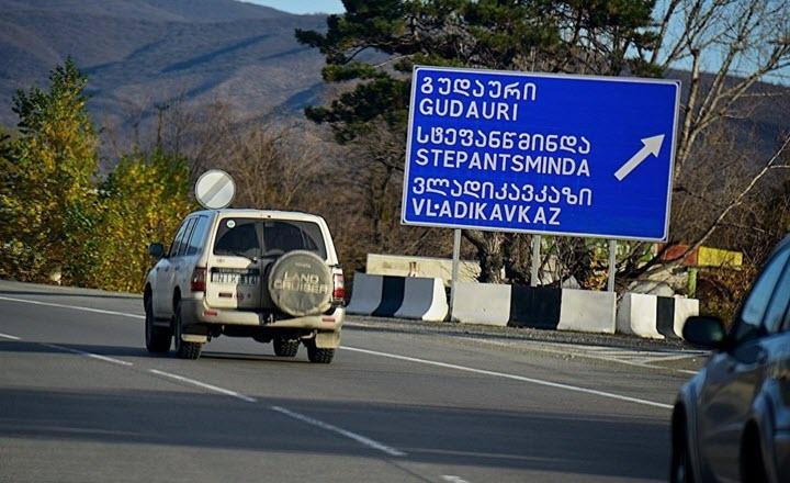 Дорожный указатель у поселка Натахтари. Фото с сайта sputnik-georgia.ru