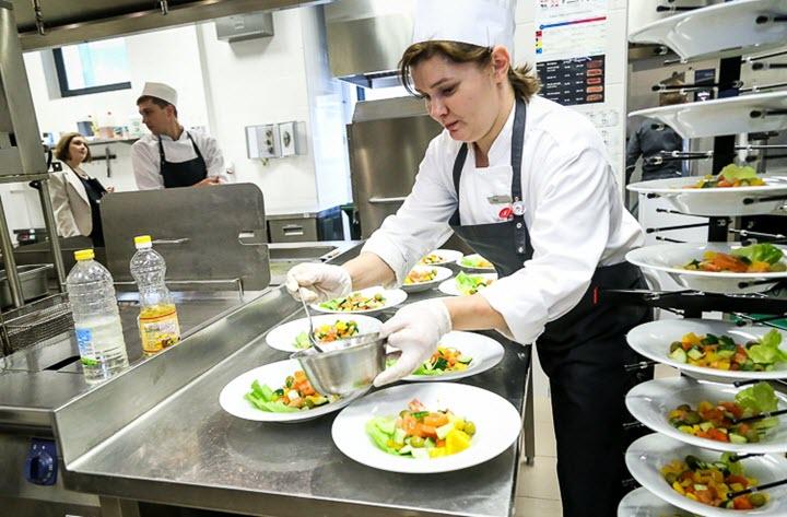 Кухня ресторана отеля «Ренессанс Минск». Фото с сайта koko.by