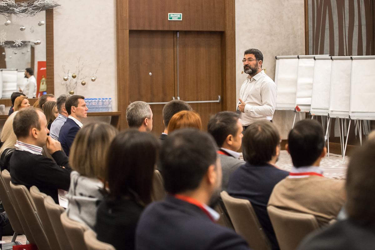 ФОТО: Потренируйте за один день свое бизнес-мышление с Аркадием Цукером!