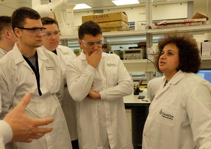 Участники тура «Израиль: знакомство со start-up nation» в лаборатории StoreDot. Фото: Евгения Чернявская