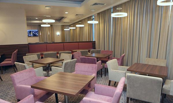 Холл отеля Hampton by Hilton в Минске