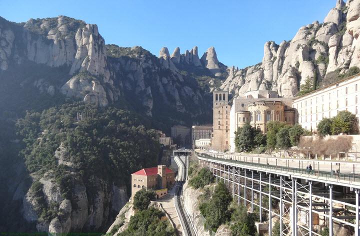Гора Монтсеррат, Испания. Фото с сайта narod.ru