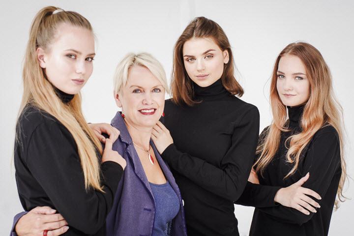 Лариса Вязова (вторая слева). Фото из личного архива