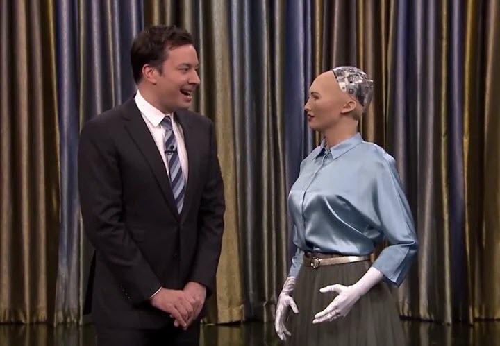 Робот-андроид София дает интервью. Фото с сайта 5-tv.ru