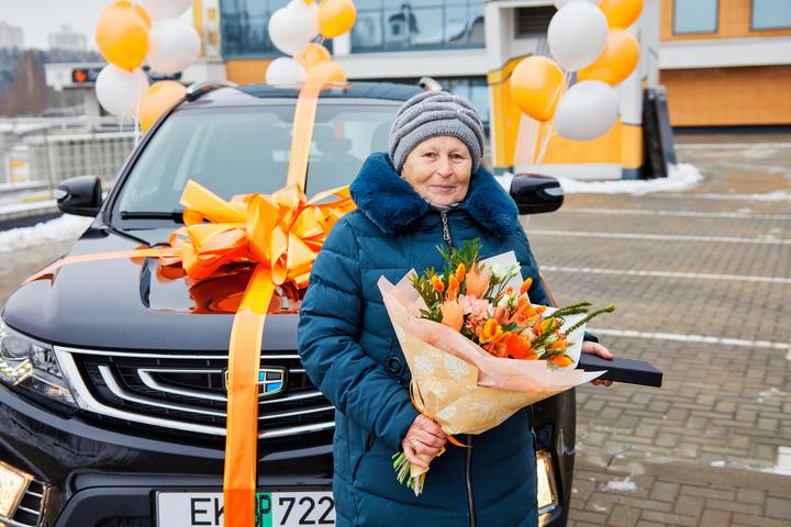 Валентина Древило из Мозыря – обладатель нового кроссовера Geely Emgrand X7