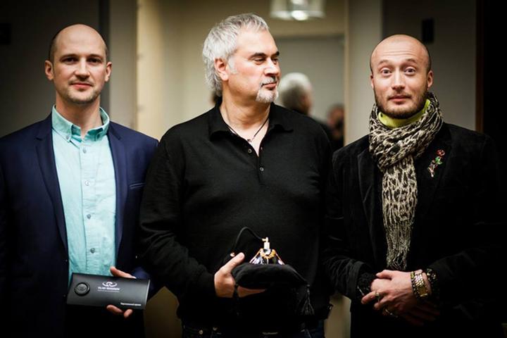 Флакон для духов для Константина Меладзе. Янж на фото справа. Фото с сайта liveinternet.ru