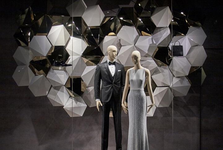 Фитрины Hugo Boss, Club Monaco и Burberry. Фото с сайта fashionmaniac.com