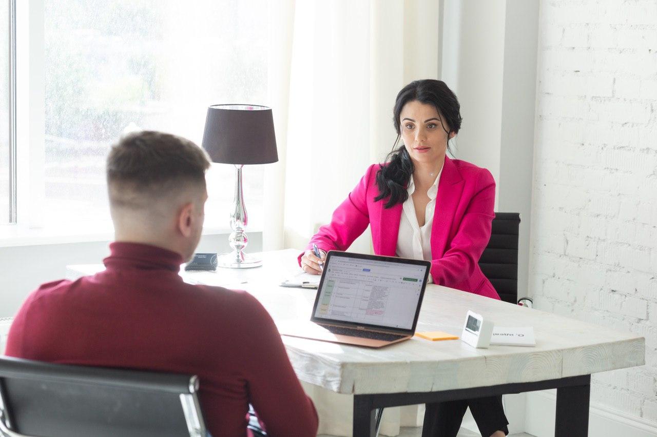 Анастасия Занкович, предприниматель с 12-летним опытом управления собственным бизнесом в сфере b2b, психолог, сертифицированный коуч топ-менеджеров и собственников бизнеса