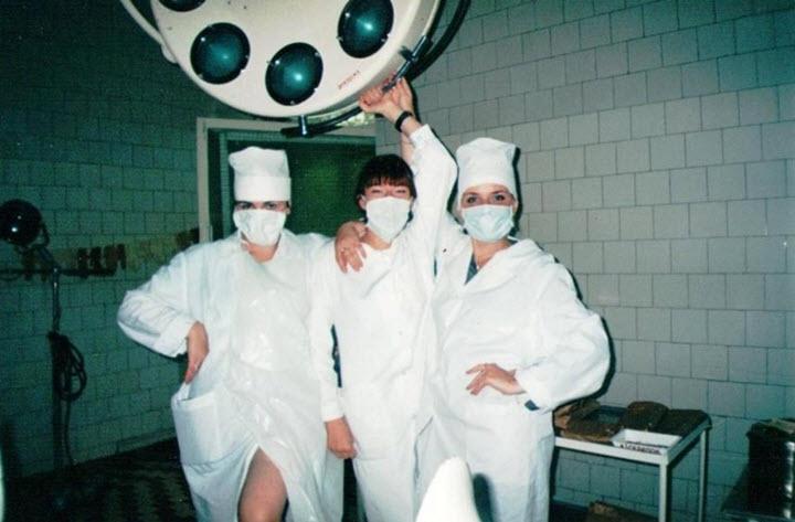 Ирина Кабасакал (в центре) на 3-м курсе университета. Фото из личного архива