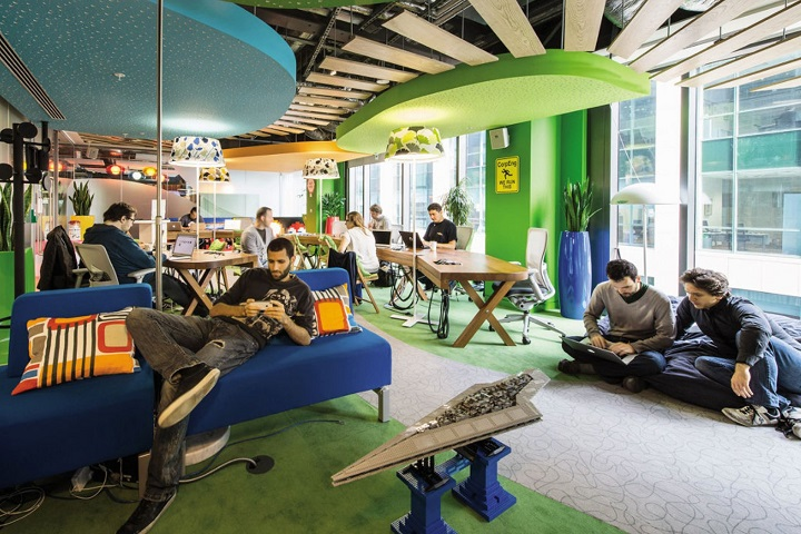 Фото с сайта media.licdn.com