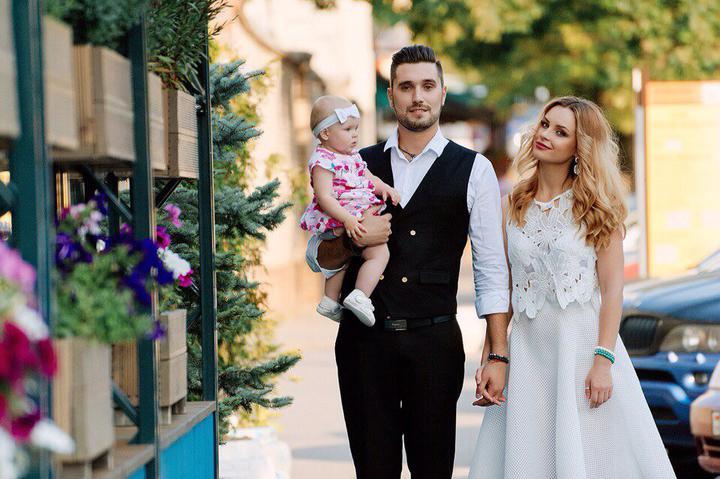 Артем Рыбакин с первой супругой Ольгой Никифороовой и дочкой. Фото: LADY.TUT.BY