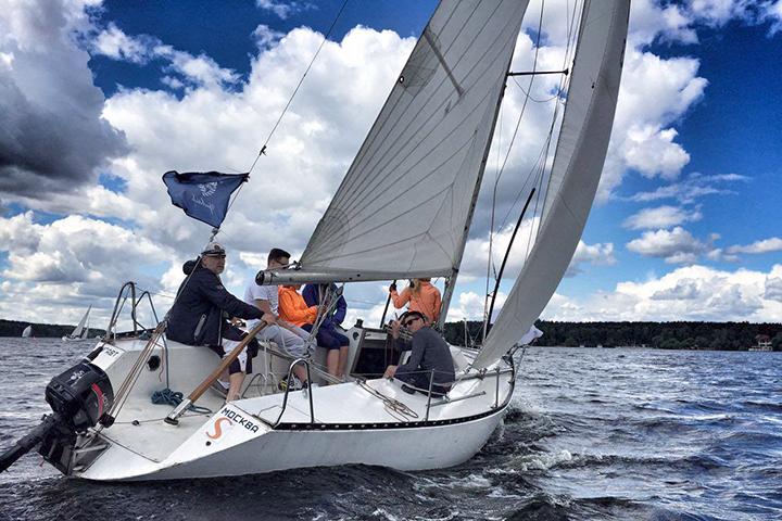 Фото из аккаунта 12 Knots Sailing Club в Facebook