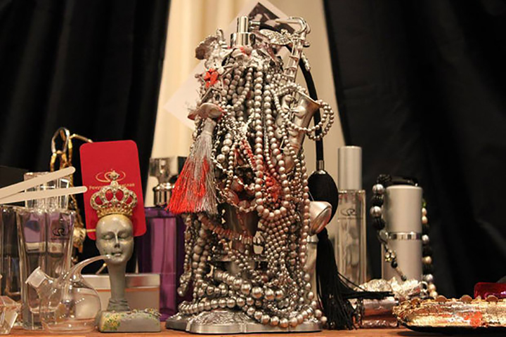 "Флакон для духов для группы ""Виа-Гра"". Фото с сайта afisha.tut.by"
