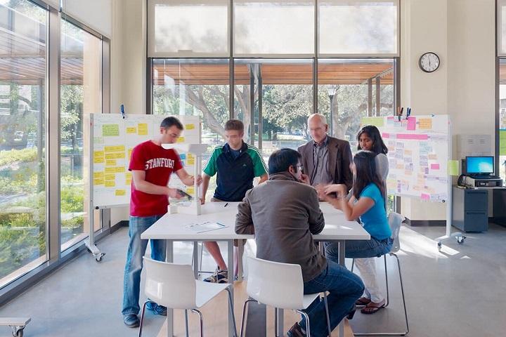 Стэнфорд, занятия по дизайн-мышлению. Фото Tim Griffith