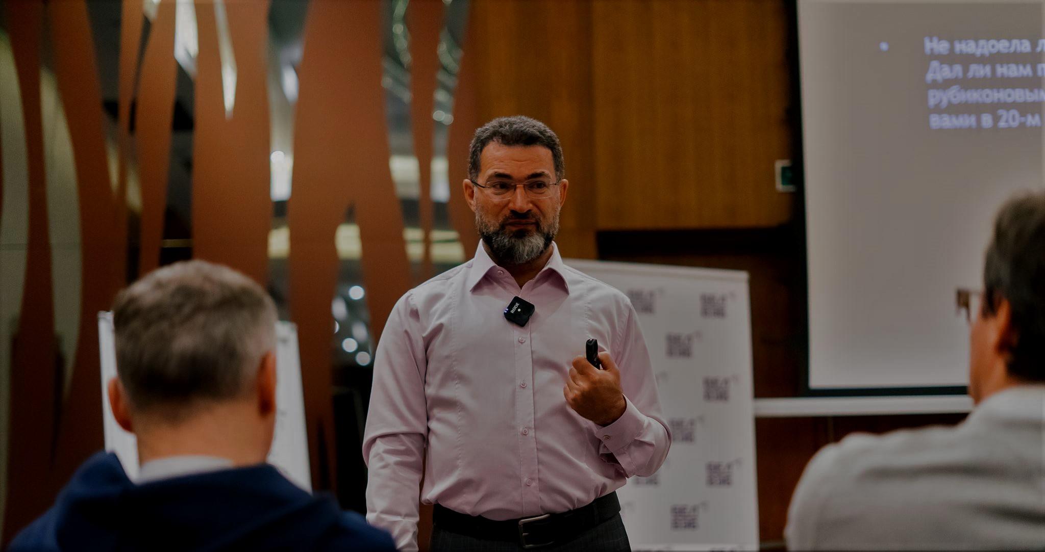 ФОТО: Семинар Аркадия Цукера «Алгоритмы  бизнес-мышления. Прогулка по стратегиям гениев»