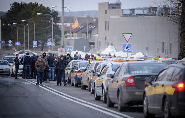 Забастовка таксистов в Минске. Фото с сайта tut.by