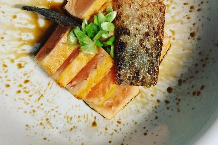 Ужин для дочки. Татаки из поморского лосося. Фото со страницы Дмитрия Акишкина facebook