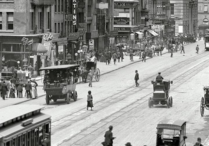 Электромобили в Нью-Йорке в XX веке. Фото с сайта samsebeskazal.livejournal.com