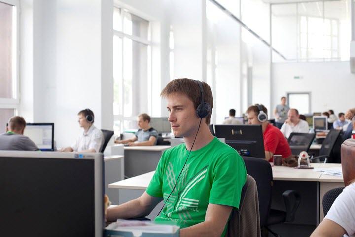 В офисе «СофтКлуб». Фото из архива компании