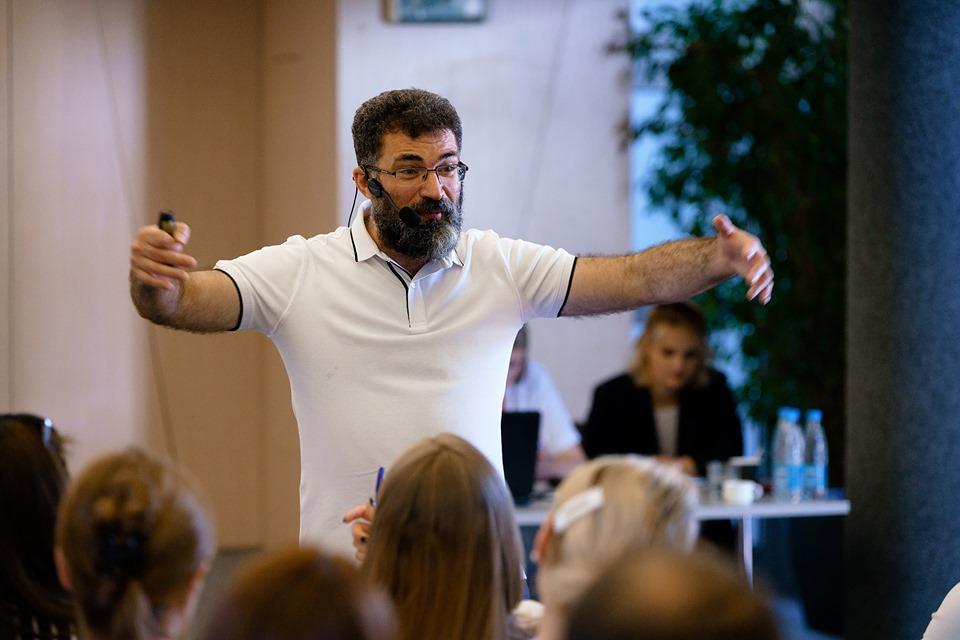ФОТО: Практикум Аркадия Цукера «Алгоритмы бизнес-мышления»